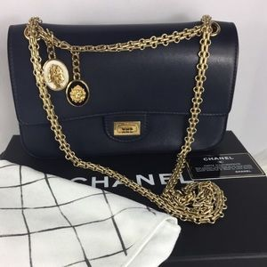 💎BEAUTIFUL 💎 CHANEL double flap medallions